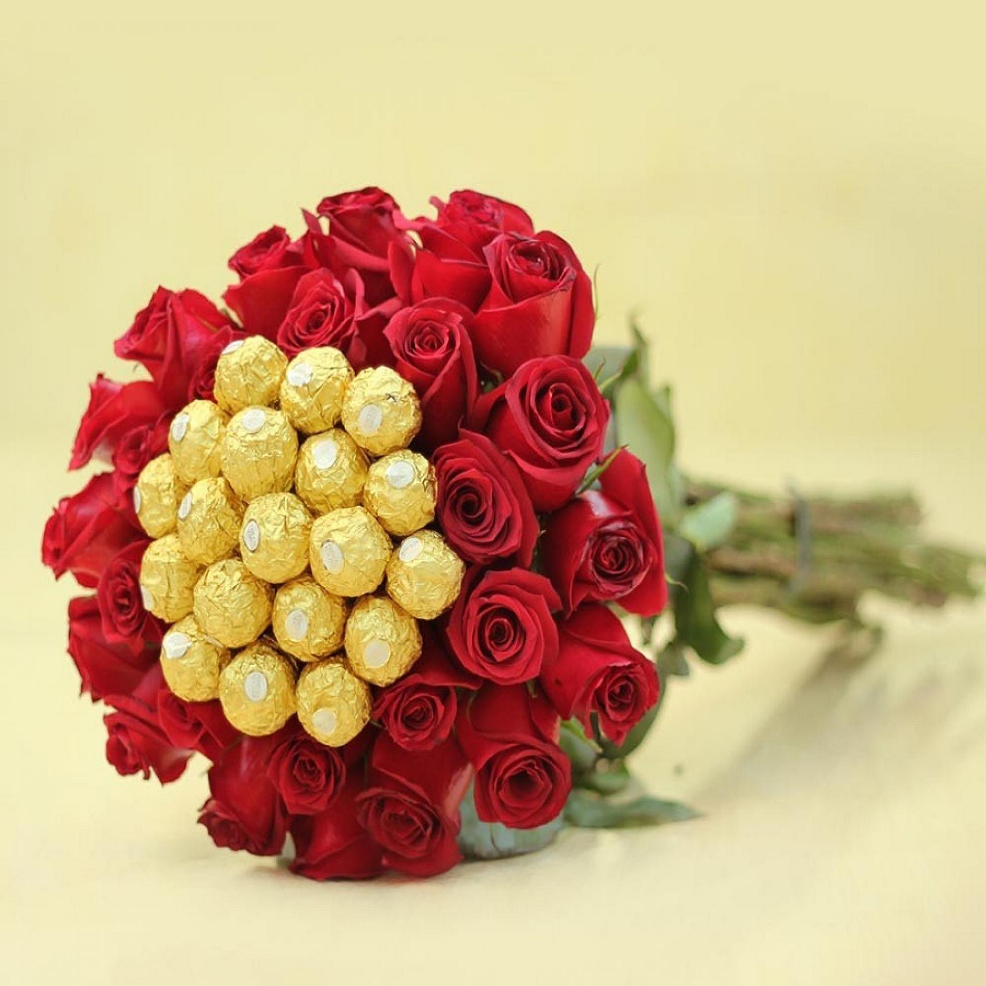 Buqu� de Vinte  Rosas com Ferrero Rocher -  BT13