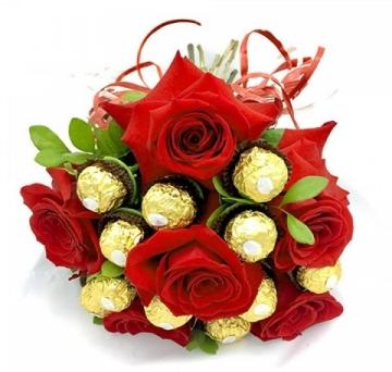 Buqu� de Seis Rosas Importadas com Ferrero Rocher - BT15